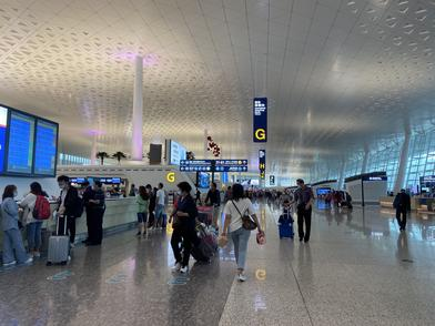 航班延误黄色预警!天河机场为滞留旅客提供配餐和休息酒店
