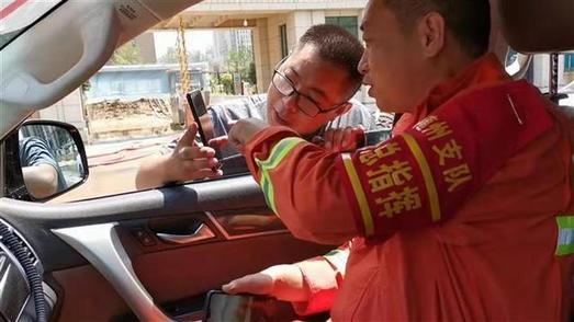偶遇重逢,湖北消防员被拦车感谢
