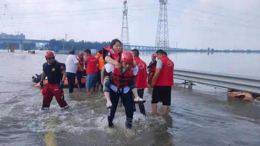 阳新两农民自费购买物资赴河南灾区做志愿者