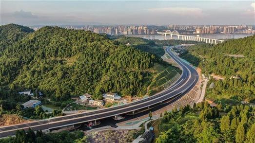 在汉央企中国一冶承建 宜昌江城大道具备通车条件